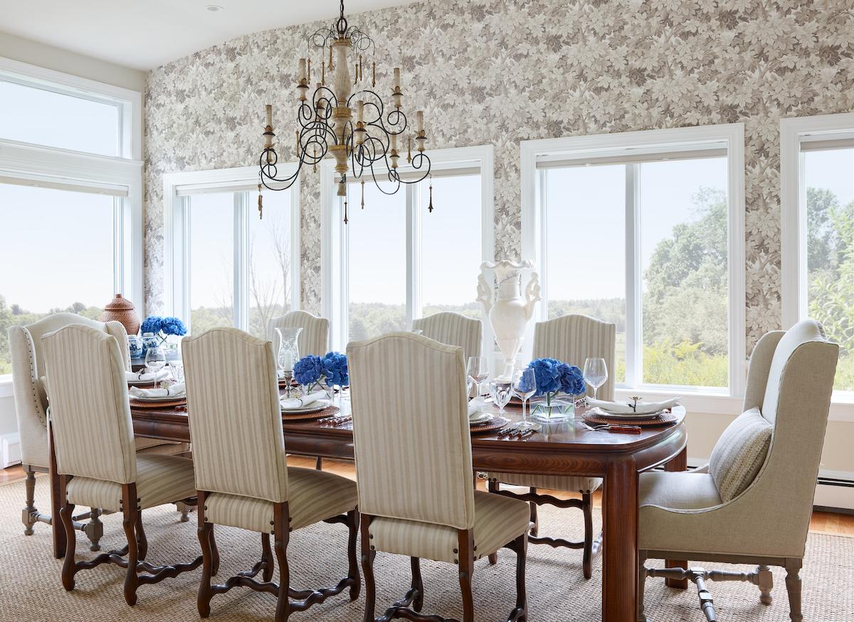dining-room-interior-designer-patterned-wallpaper-formal