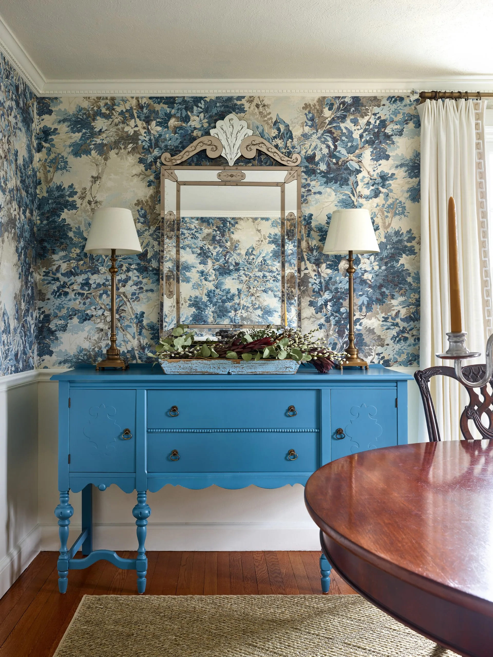 How Wallpaper Can Dramatically Change a Space