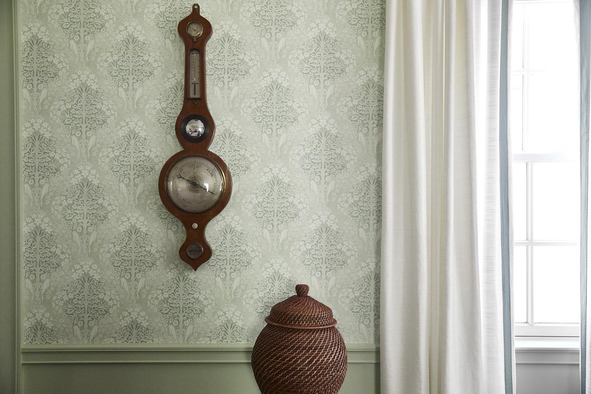 bedroom-design-antique-hanging-wall-clock