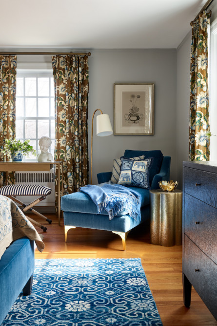 bedroom-design-chaise-lounge-blue-fabric