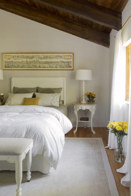 bedroom-design-wood-beam-ceiling