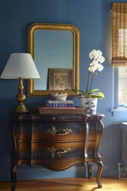 bedroom-dresser-antique-vintage-interior-design