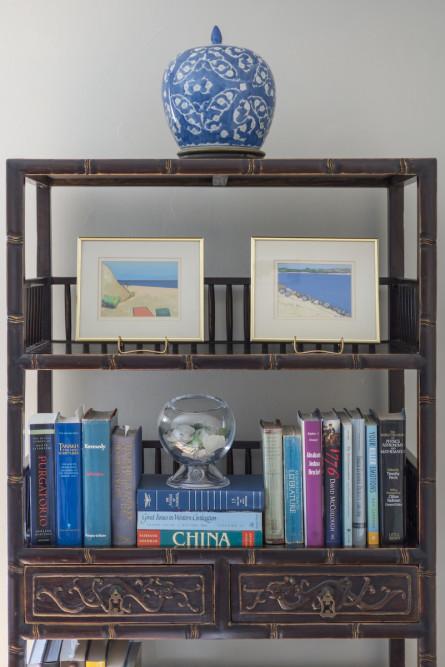 bookshelf-picture-frames-snow-globe