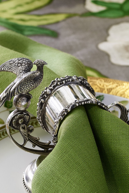 dining-table-settings-napkin-ring-details