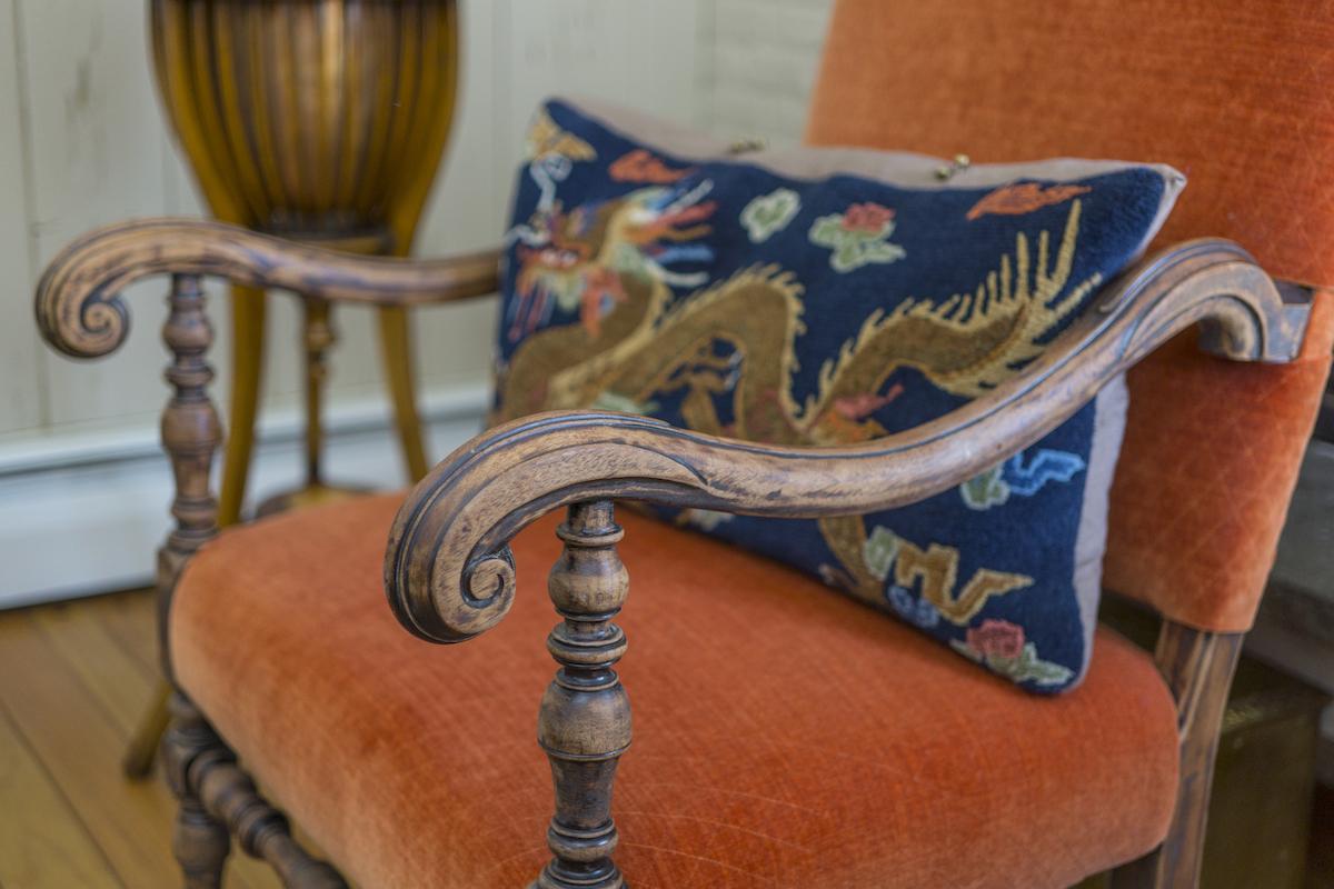 lw-interiors-accent-chair-details-interior-design