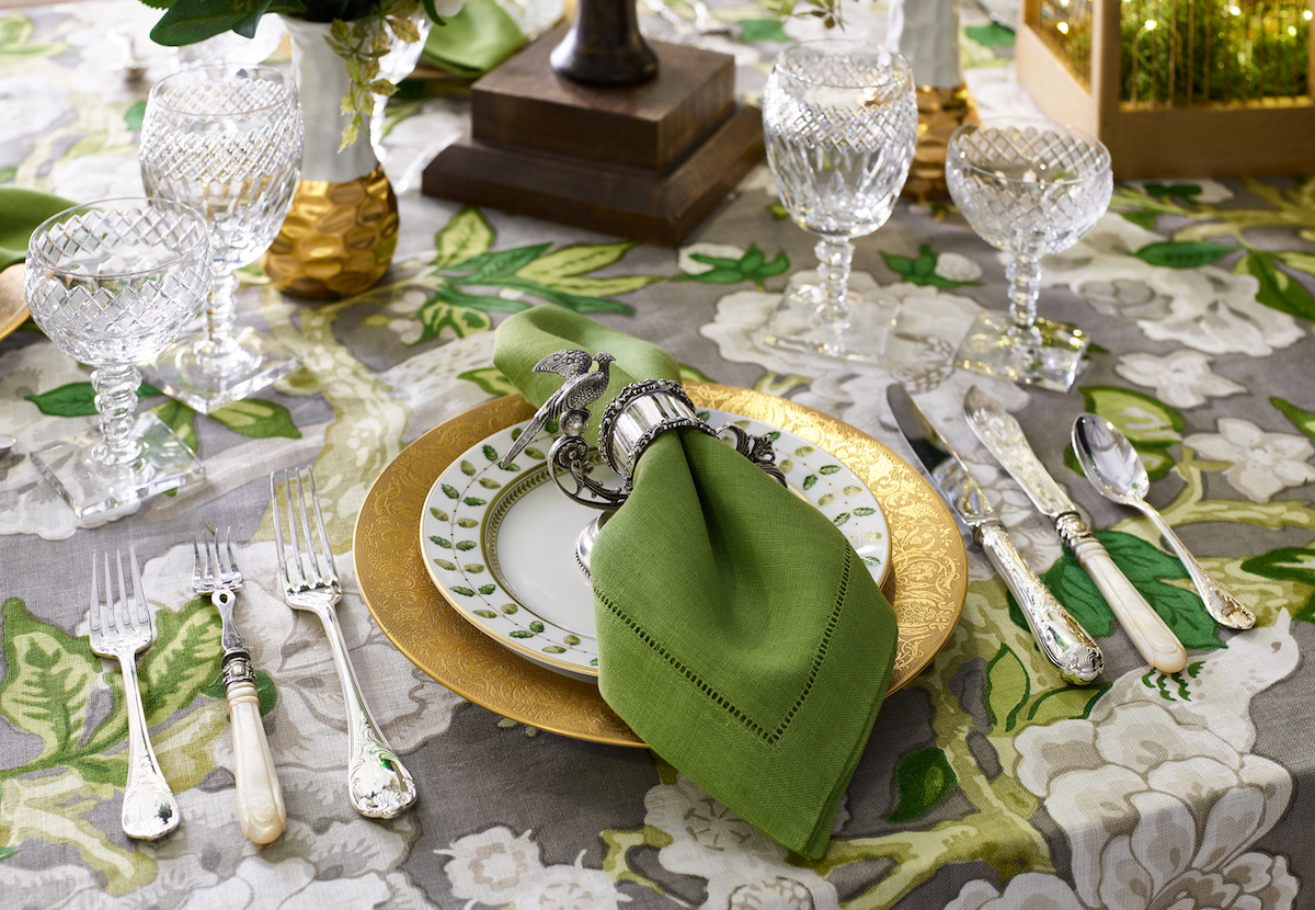 place-setting-formal-dining-room-table